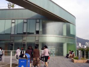 明知大学校図書館(外観)
